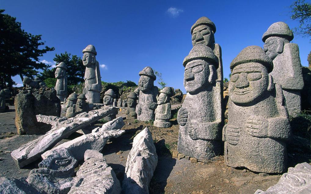 tol-haruebang-statues_1018x636